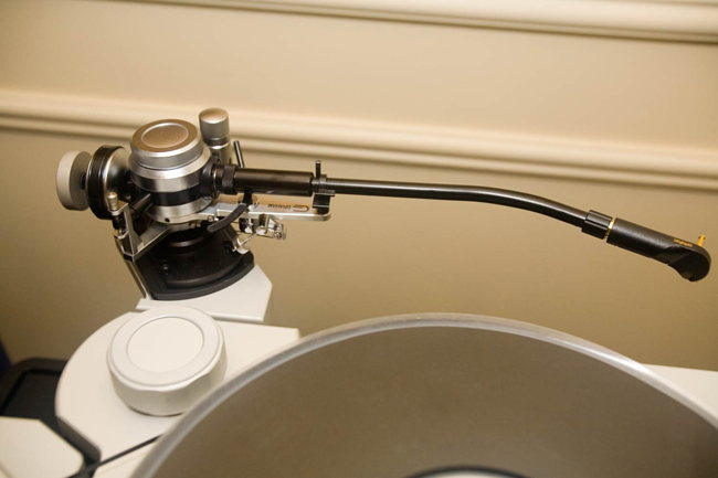 TechDAS Air Force One turntable tonearm two